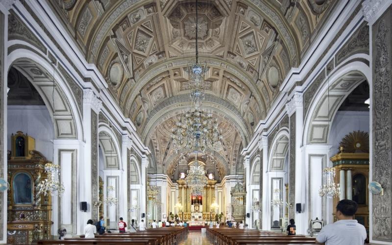 Bên trong Nhà thờ San Augustin