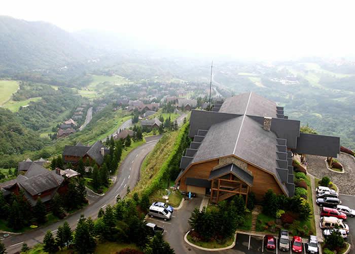 Toàn cảnh nhà thờ Thánh Joseph nhìn từ trên cao