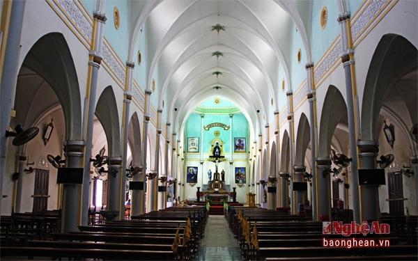 Thánh đường bên trong nhà thờ