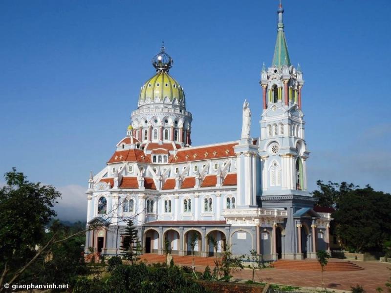 Nhà thờ chụp từ xa