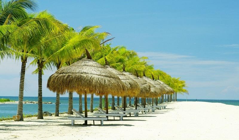 Bãi biển Nha Trang đẹp hút mắt