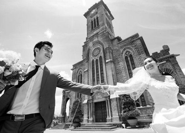 Những shoot hình xinh xắn bên nhà thờ Đá