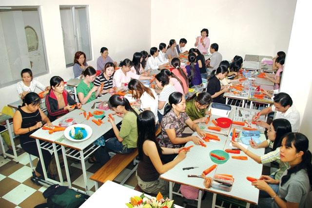 Rất nhiều chị em đăng ký học nấu ăn tại Nhà văn hóa phụ nữ TP.HCM