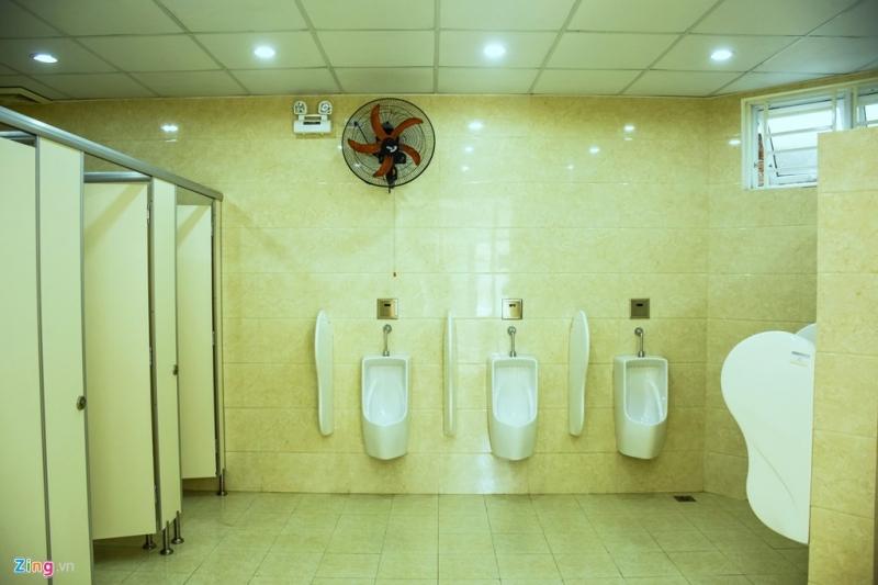 Bên trong nhà vệ sinh 5 sao miễn phí