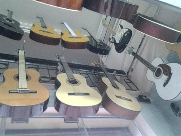 Top 12 Cửa hàng mua bán đàn Guitar cũ/mới giá rẻ nhất Hà Nội