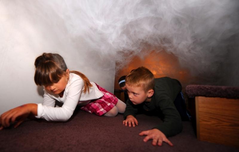 Trẻ cần nhanh chóng rời khỏi nơi có đám cháy.