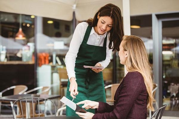Nhân viên là bộ mặt của nhà hàng