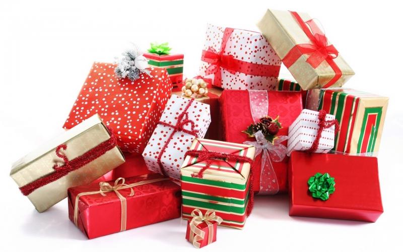 Nở rộ dịch vụ nhân viên bán hàng, gói quà thời vụ dịp Noel