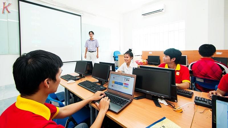 Bán hàng online là công việc tốt bạn nên nghĩ tới khi không có bằng đại học
