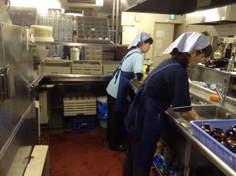 Nhân viên chạy việc là công việc tương đối giống với công việc nhân viên phục vụ nhưng sẽ cần ít thời gian và mức lương cao hơn.