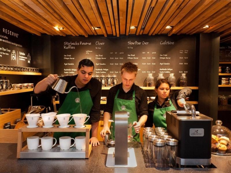 Nhân viên Starbucks