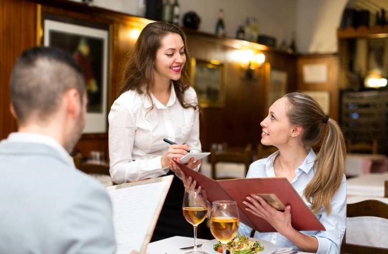 Công việc phục vụ nhà hàng cũng được nhiều bạn sinh viên lựa chọn