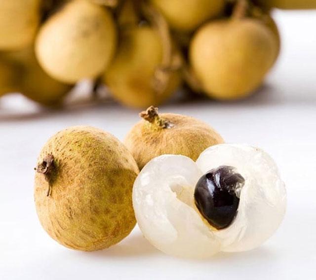Nhãn xuồng cơm vàng được trồng bằng hạt rất thích hợp với đất pha cát, cùi dầy, màu hanh vàng, ráo nước, giòn, rất ngọt, được thị trường ưa chuộng