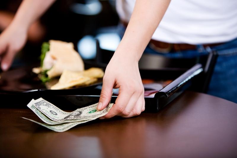 Đừng đưa tiền boa ở Nhật Bản