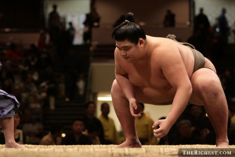Nhật Bản là quốc gia duy nhất trên thế giới giới hạn cân nặng bằng luật pháp