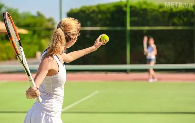 Nhặt bóng tennis