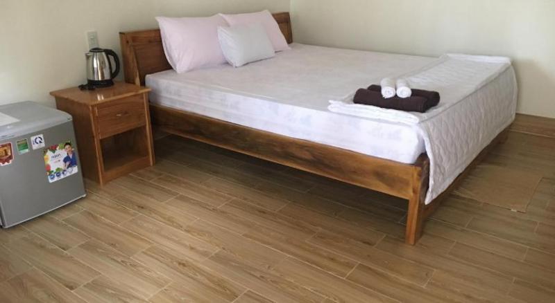 Không gian phòng ngủ của căn hộ Nhat Huy Bungalow