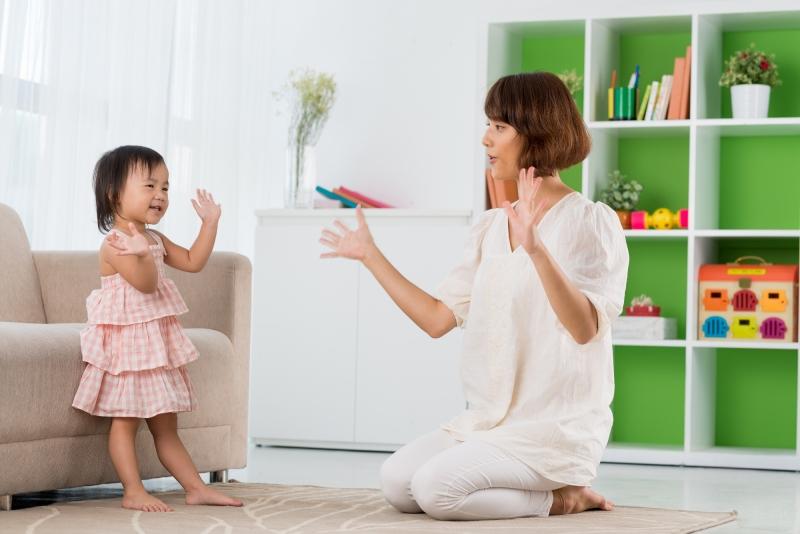 Nhảy múa giúp tăng cường trí thông minh cho bé dưới 3 tuổi.