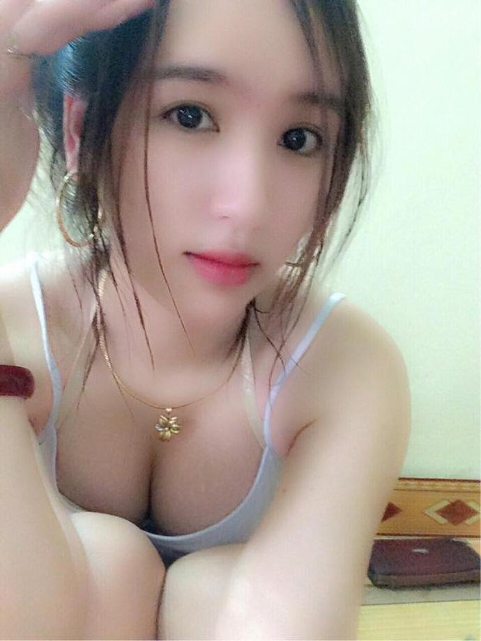 Nữ game thủ/streamer Nhi Lyly