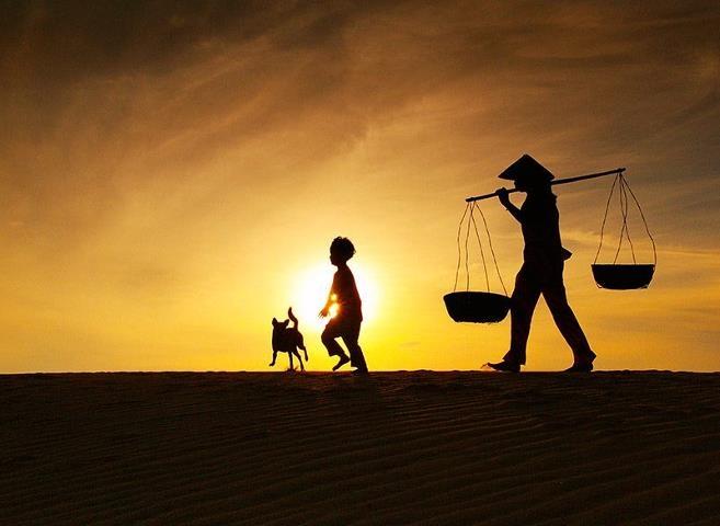 Tuổi thơ con là bầu trời bên mẹ