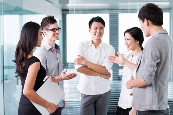 Nhớ tên đối tượng giao tiếp và nhắc ít nhất vài lần trong cuộc nói chuyện