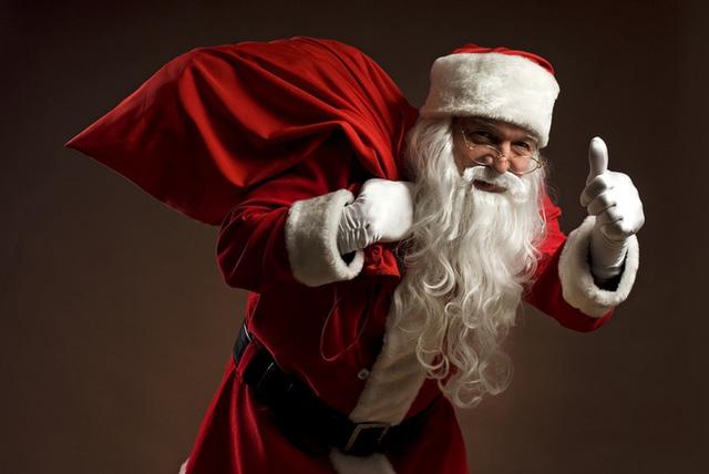 Đến hẹn, ông già Noel sẽ đến cầm trên tay quả chuông Noel cùng với túi quà trĩu nặng