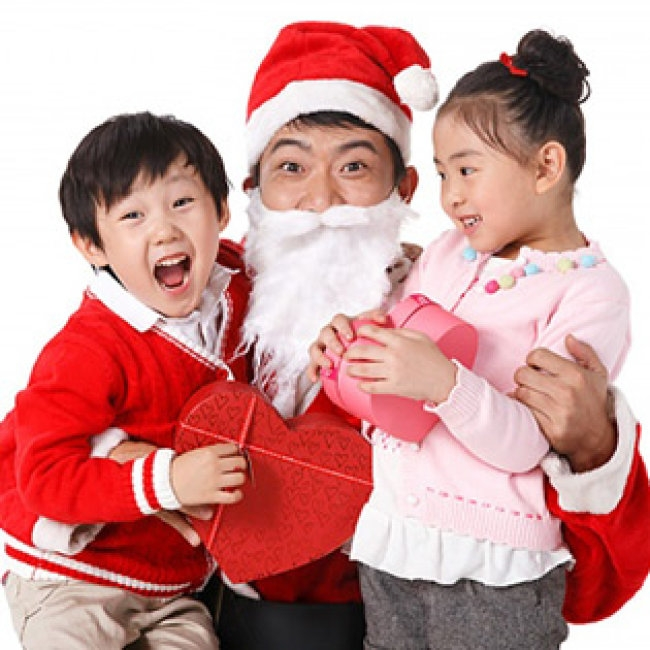 Khi sử dụng dịch vụ giao quà bạn được chụp hình với Ông Già Noel