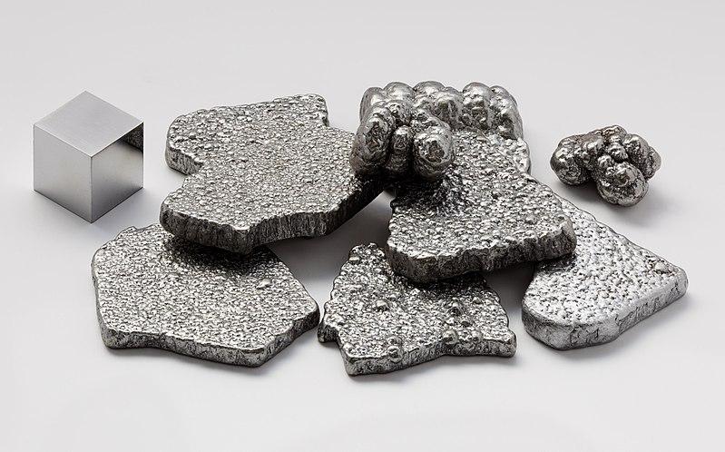 Các mảnh sắt tinh khiết (99,97%+) và khối hộp 1 cm3 có độ tinh khiết cao (99,9999%)