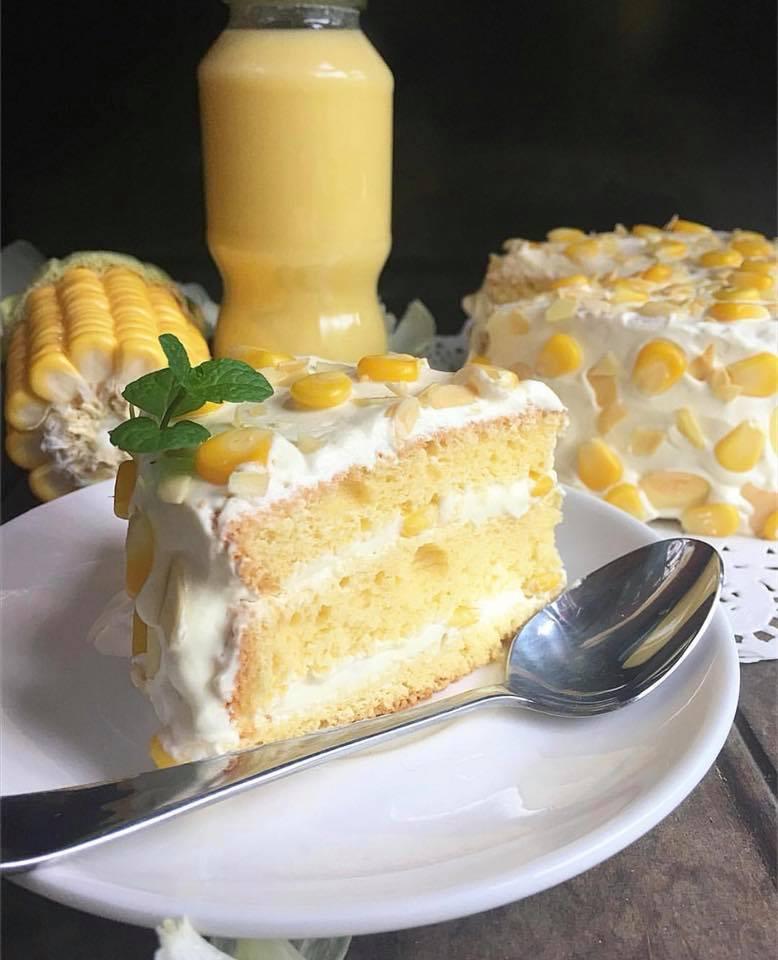 Như Loan còn nổi tiếng với món bánh kem bắp ngọt ngào, mang hương vị đồng quê của bắp