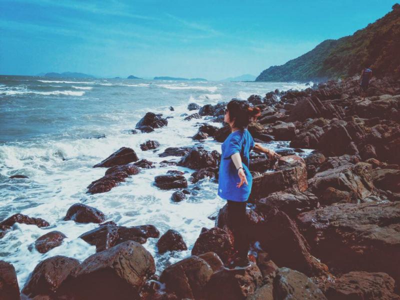 Ở Cái Chiên có 4 bãi biển đẹp, nước xanh và trong: bãi Đầu Rồng, Bạn Cả, Cái Chiên và Vụng Bầu
