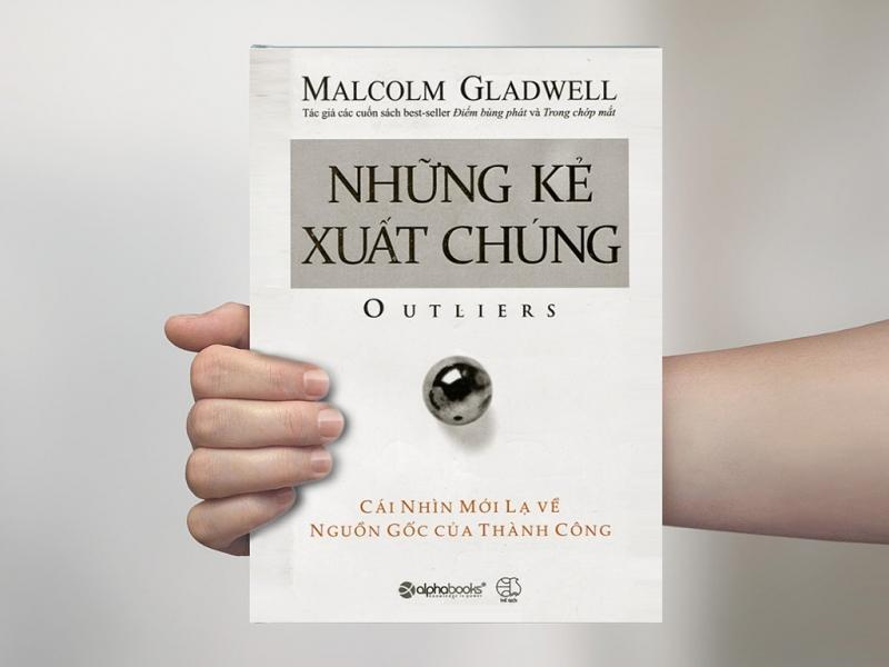 Với giọng văn lôi cuốn và cách kể chuyện hết sức có duyên, Malcolm Gladwell cũng viện dẫn rất nhiều giai thoại thú vị