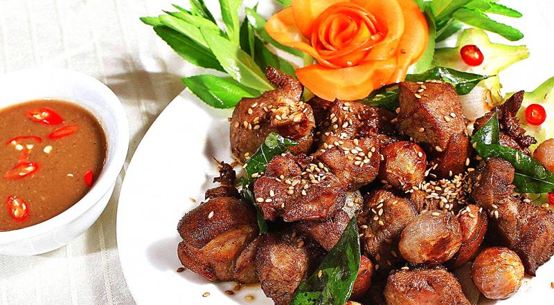 Thịt đê là một trong những món ăn nổi tiếng tại Thiên Cầm