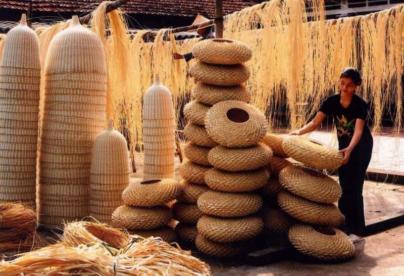 Đồ mỹ nghệ được làm từ cói là một trong những đặc sản Ninh Bình làm quà giúp lưu giữ kỷ niệm trong chuyến du lịch Ninh Bình được rất nhiều du khách lựa chọn.