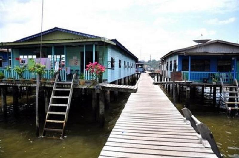 Những ngôi nhà nổi trên nước