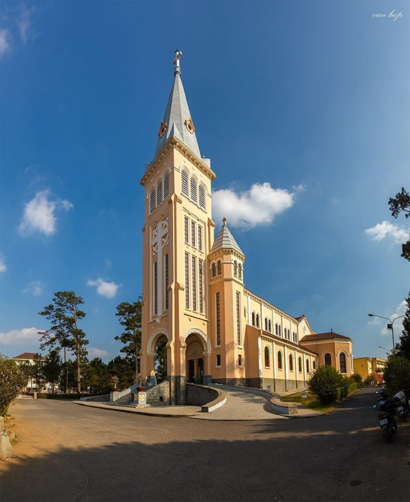 The most famous chicken church, second in Da Lat