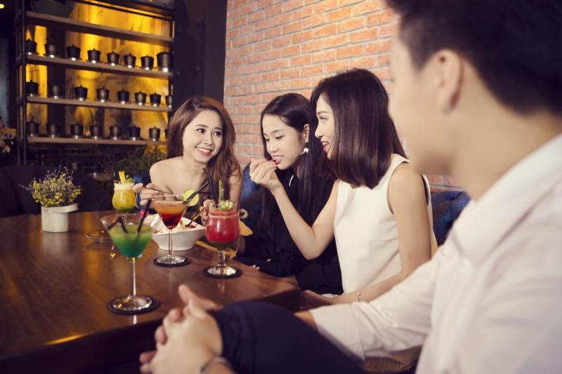 Cafe chém gió với bạn bè chưa bao giờ là chán