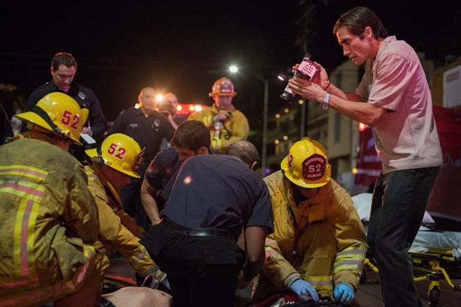 Phóng viên tự do Louis Bloom săn tin về một vụ tai nạn giao thông