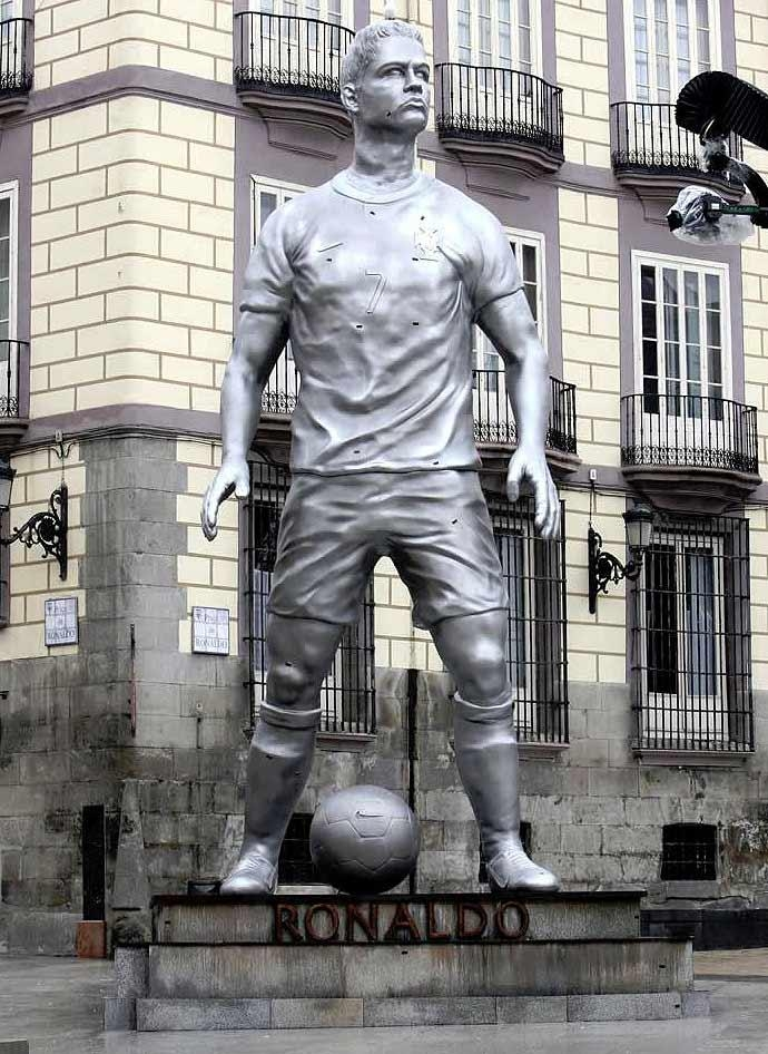 Tượng Ronaldo tại quảng trường trung tâm thủ đô Madrid, Tây Ban Nha