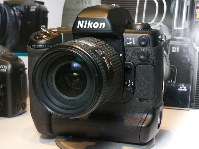 Nikon D1 - máy ảnh DSLR đầu tiên