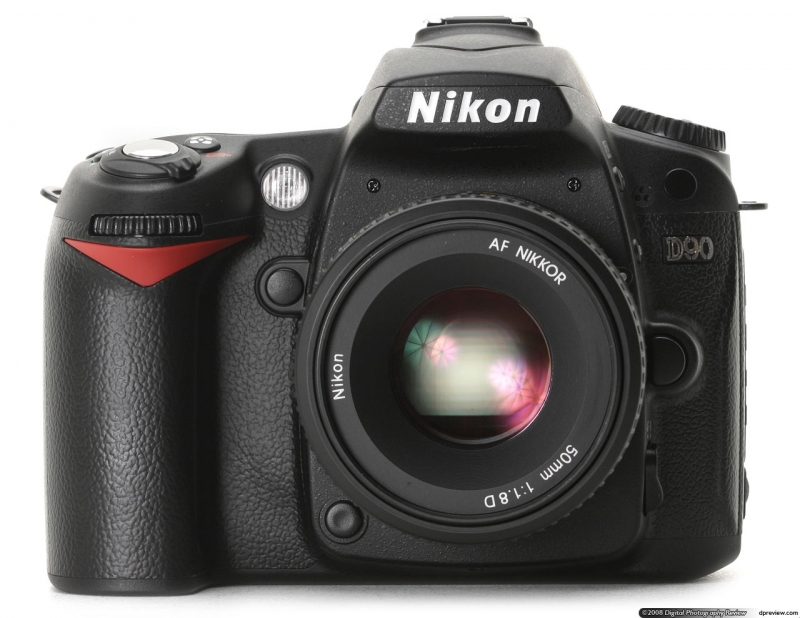 Nikon D90 - máy DSLR quay phim đầu tiên