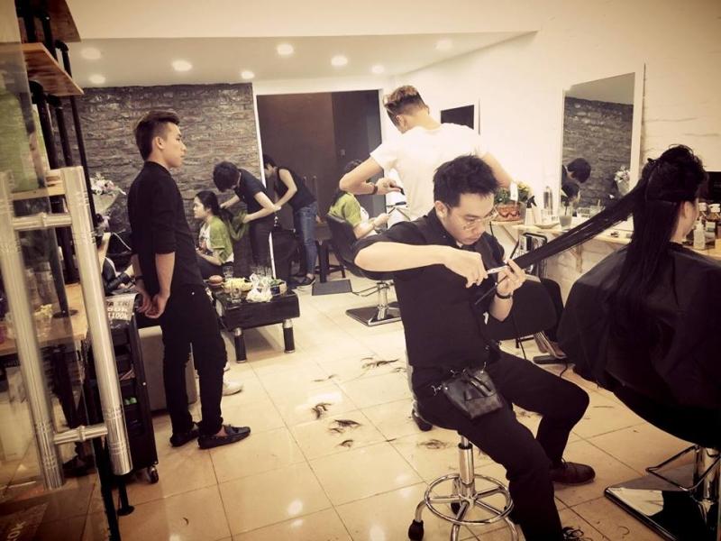 Salon cắt tóc cẩn thận