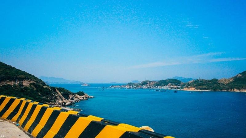 Có lẽ biển Ninh Thuận – Khánh Hòa được coi là cung đường biển đẹp nhất tại Việt Nam.