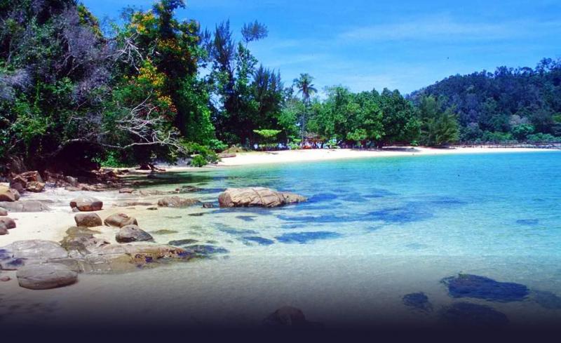 Màu nước xanh biếc tại một bải biển của Myanmar