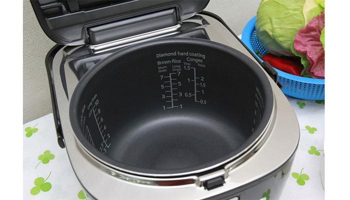 Panasonic SR-HB184KRA còn tích hợp 11 chức năng nấu tiện dụng cài đặt trước giúp bạn có thể chọn các chức năng