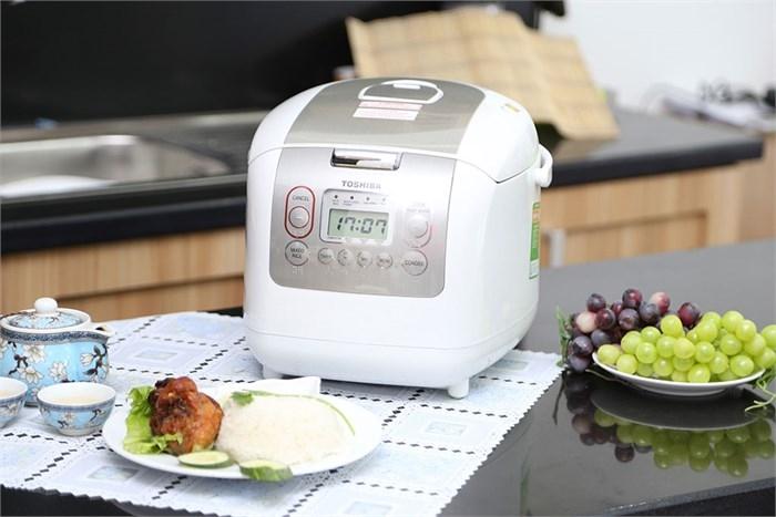 Nồi cơm điện tử Toshiba RC-18NMF(WT)V là một trong những lựa chọn hàng đầu cho gia đình bạn
