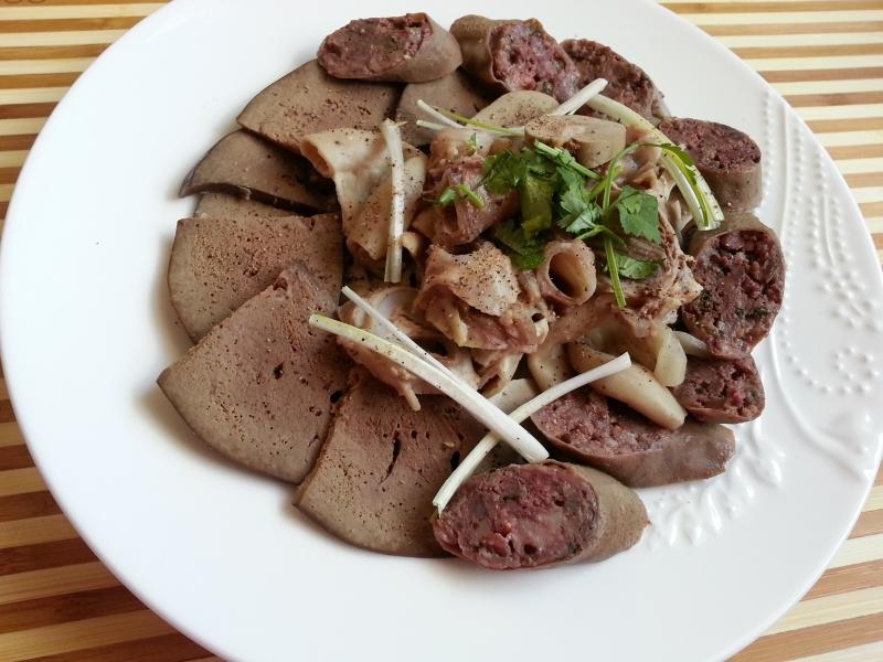 """Top 13 món ăn """"đáng sợ"""" nhất Việt Nam trong con mắt bạn bè quốc tế"""