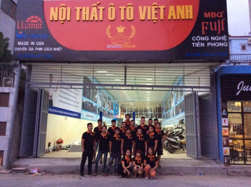 Đội ngũ nhân viên, kỹ thuật viên của nội thất ô tô Việt Anh