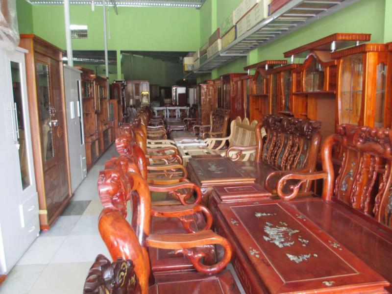 Một góc cửa hàng nội thất Phi Phụng