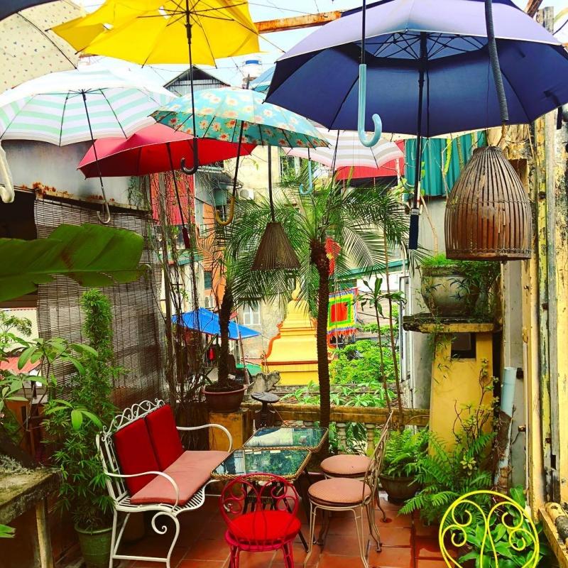 Góc của những chiếc ô ngập sắc màu được yêu thích nhất tại Nola Cafe