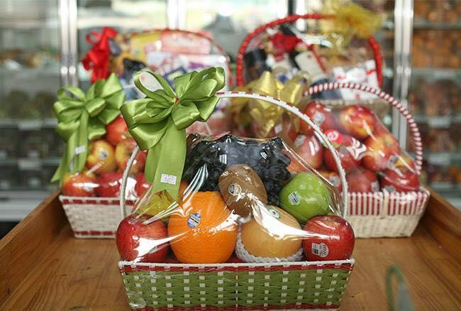 Giỏ trái cây tại Nông Trang Xanh.